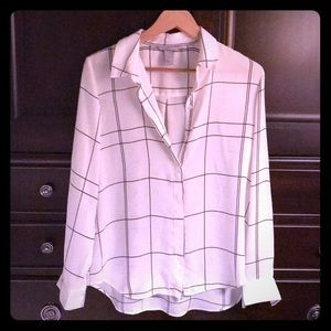 NWOT‼️Beautiful‼️Silky Button-front Blouse
